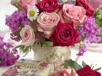 Fleurs colorées dans le vase