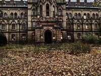 palácio em Mokrzeszów no outono