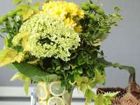 arreglo floral en amarillo