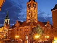 Se - Toruń rådhus på natten .....