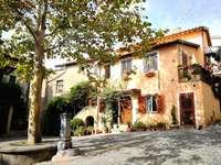 Piazzetta - Piazzetta di borgo medievale