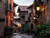 Алея на стария град в Барселона