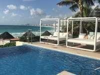 Cancun- szálloda medence- Mexikó