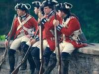 czterech mężczyzn w mundurach trzymających karabiny - Middleburg, Virginia, Stany Zjednoczone
