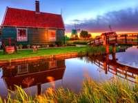 Къща, мост и воден канал