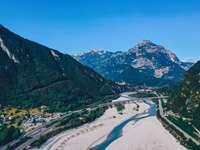 пейзажна фотография на зелена планина - Първото ми пътуване до Италия. Насладете се на планина�