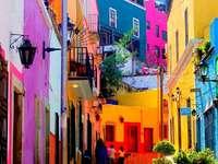 uliczka z kolorowymi domami - m....................