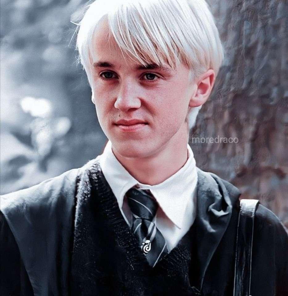 sonriendo Draco Malfoy - En esta foto, Draco está sonriendo. Probablemente no te diste cuenta de eso, ¿verdad (9×10)