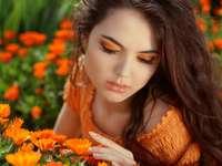 menina entre flores