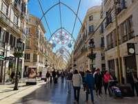 Малага осветява декорация в центъра на града