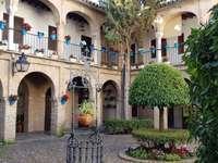 Miasto na dziedzińcu Kordoby w Hiszpanii