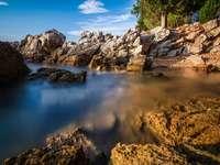 водоем и скали - Плаж, Нживице, Крк, Хърватия