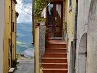 Vicolo Calitri AV Olaszország - a történelmi központ tipikus sikátora