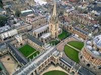 fotografie cu ochi de pasăre a clădirii gotice gri - Universitatea Oxford, Oxford, Regatul Unit
