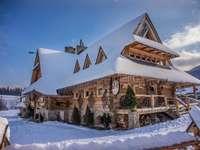 πανδοχείο Mlyniska - πανδοχείο με χειμωνιάτικα ρούχα