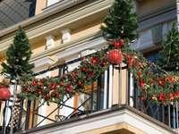 εορταστικό μπαλκόνι - γιορτινά διακοσμημένο μπαλκόνι
