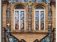 Façade de fenêtre ornée de Séville
