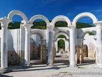 De gouden kerk - Monumenten in de buurt van de stad Veliki Preslav