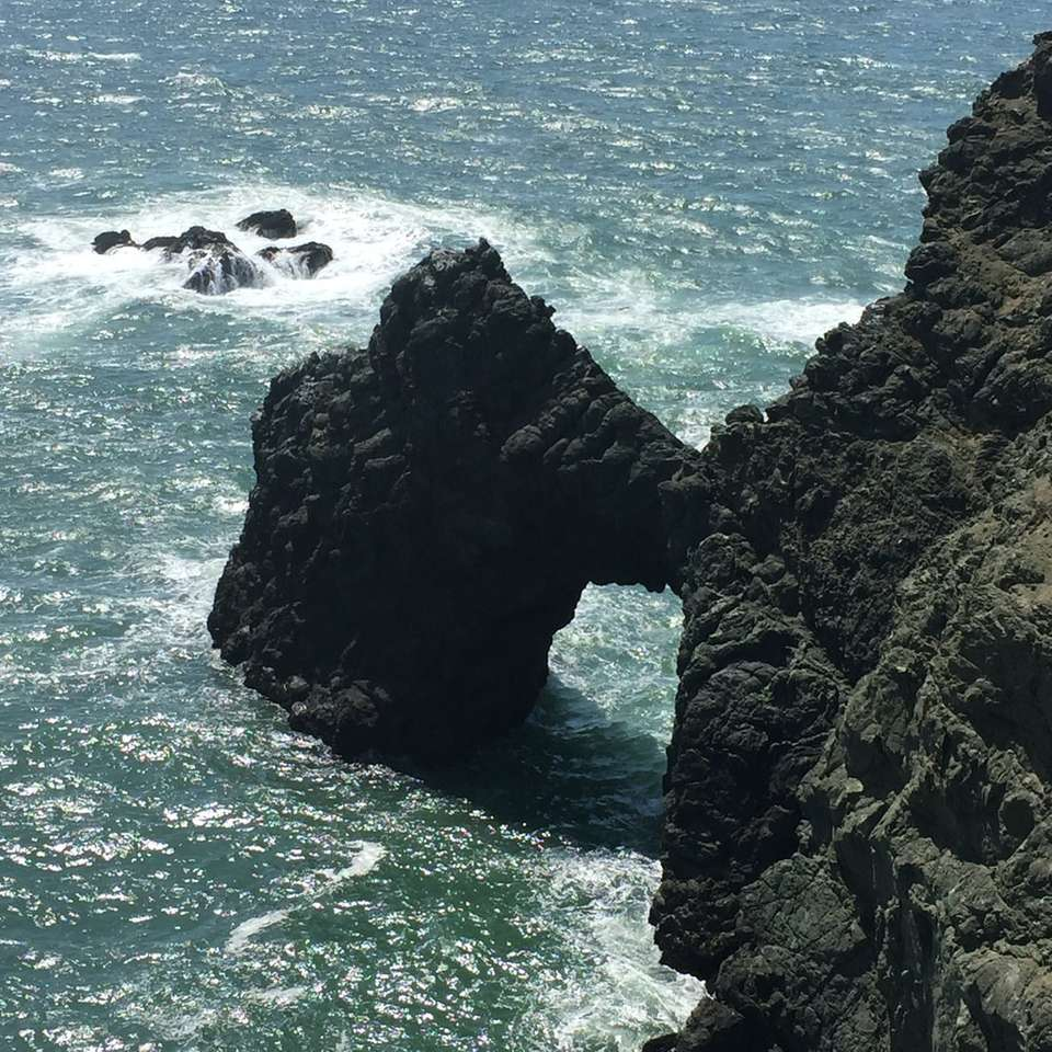 stânci la plajă - Point Bonita, Marin Headlands, CA, Statele Unite (12×12)