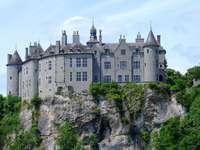 krajobraz z zamkiem - Piękny krajobraz z dużym zamkiem