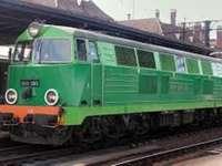La locomotiva SU45 - LOCOMOTIVA SU45 SI FERMA ALLA STAZIONE