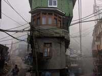 casa de concreto gris de 2 pisos entre caminos - Iglesia libre del Himalaya sukhia pokhari, Sukhia Pokhari, Bengala Occidental 734221, India