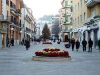 Cosenza .... - Cosenza é uma cidade e comuna italiana da província de Cosenza, Calábria, Itália. O rio Crati at