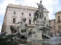 Siracusa .... - Syracuse (Latin Syracusae, Italian Siracusa) - uma cidade na Itália no leste da Sicília. Indústri
