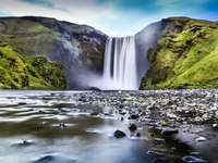 Skógafoss - une cascade en Islande - m .........................