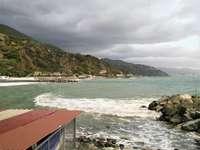 Burza morska w Arenzano - Burza morska w Arenzano, w zachodniej części Riwiery Liguryjskiej.