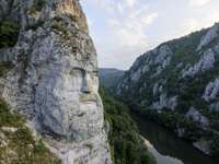 PORTRAIT DE DECEBAL - le portrait de Decebalus, au bord du Danube