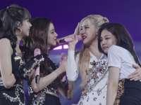 bplisa, rose - Blackpink (coréen: AC 핑크, stylisé comme BLACKPINK ou BLΛƆKPIИK) est un groupe féminin sud-