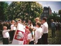 Primeiro juramento no banner da escola - Os quebra-cabeças foram criados como parte da celebração do 60º aniversário da Escola Primária
