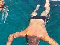 Nurek - Rzymski nurek na Morzu Andamańskim w piękny letni dzień
