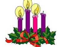 Adventkrans 1 - Adventkrans. Cirkulär form, placera grönt, 4 ljus (3 lila och 1 rosa) och en röd rosett.