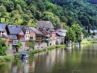 Häuser am Fluss - Deutschland