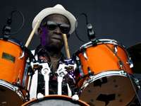 baterista Tony Allen - Tony Oladipo Allen (Lagos, Nigeria, 12 de agosto de 1940 - París, Francia, 30 de abril de 2020)1