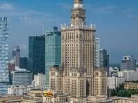 Palatul Culturii și Științei - Palatul Culturii și Științei din Varșovia Imaginea arată, de asemenea, clădiri și o cantitate