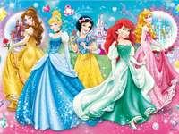 Disney-Prinzessinnen - Wunderschönes schneeweißes Aschenputtel-Ariel und Aurora sind die einzigen Disney-Prinzessinnen, d
