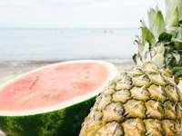 frutas melancia e abacaxi