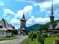 történelmi templomok - hegyek - m .......................