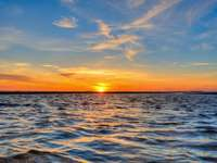 Sonnenuntergang am Strand - Meer, Wellen, Sonne, Himmel ...