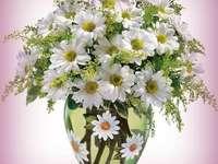 Vaso con margherite - Un meraviglioso vaso di un bouquet di margherite.