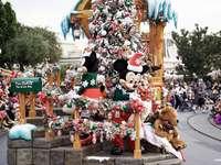 vánoční průvod v Disneylandu - m ....................