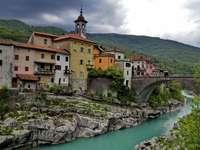 budova vedle kanálu na slovinsku - m .....................