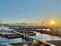 Amanhecer em mergellina Nápoles Itália - sol nascente mergellina marina Nápoles Itália