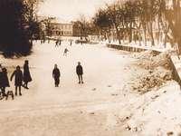 Nowy Dwór Gdański - Tuga v zimě - Bývalý pohled na Tugu v zimě na ul. Sienkiewicz