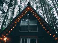 casa con luces de cadena - Cabaña en forma de A Tye Haus. Tye Haus - Ski Chalet at Stevens Pass, Skykomish, Estados Unidos