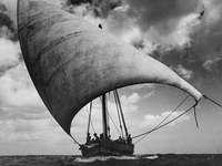 oceano indiano - barca sconosciuta in navigazione