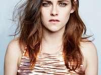 Kristen Stewart - Kristen Stewart como Bella Swan - a personagem principal, o amor da vida de Edward. Ela se mudou par